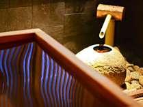 ◆2F 貸切り湯・□湯/桧の香りに癒される、極上のひと時