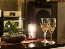 ◆1F ラウンジ/夜は無料でワインとコーヒーをご用意しております