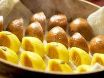 【温泉饅頭】チェックイン時は、ロビーで温かい温泉饅頭をご用意