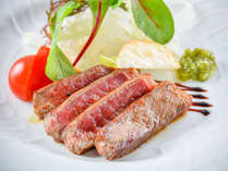 【牛ステーキ】ほどよい脂と旨みが最高! 口どけの良い和牛ステーキをお楽しみください♪