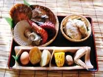 夕食の地獄蒸しです。(海鮮盛+竹セット+山菜おこわ)