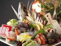 関サバ関アジはコリコリプリプリの食感がたまらない!(例:えいたろうお造り二名様盛り)