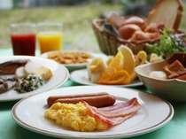 朝食バイキングをお楽しみ下さい