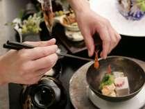 料理長が工夫を凝らす優美な懐石料理