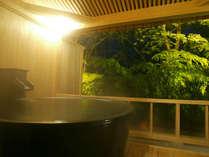 誰にも邪魔をされず時間を気にせずご入浴いただける、掛け流しの自家源泉がお部屋でお楽しみいただけます。