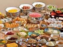 朝食バイキング 和食を中心に40種類以上。 地元の食材を使っています。
