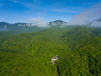 当ホテルは世界遺産の知床国立公園内に佇んでいます。北海道の大自然と空気を肌で感じることが出来ます