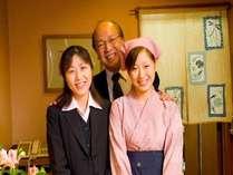 私たちがお迎え致します。真ん中があの伊藤(62)・信濃大町出身)です。笑顔だけがとりえです。