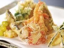 【金茶寮】地物の加賀野菜や魚介類の揚げたて天ぷらを、専用カウンターで(写真イメージ)