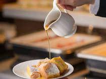 【マレ・ドール】でお召し上がりいただく和洋バイキング朝食。贅沢な朝のひと時をどうぞ。
