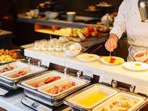 和洋各種を取りそろえた豊富なメニューが人気の高い、朝食バイキング。ごゆっくり朝のひと時を。