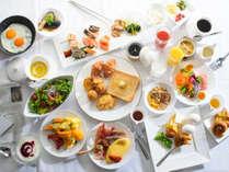 レストラン【マレ・ドール】で人気の和洋朝食バイキング。石川県のご当地グルメも取り揃えております。