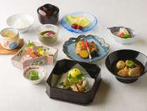 【金茶寮】懐石料理兼六「治部煮」や「蓮蒸し」も季節の魚介とともに味わえます