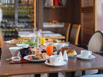和洋色とりどり、郷土料理からサラダまで豊富なメニューが人気の朝食バイキング