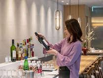 クラブラウンジご利用では、カクテルやビール、アルコールも無料サービス。プレディナータイムを満喫!