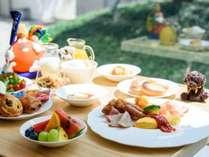 【クラブラウンジ】専用のご朝食はお料理はもちろんのこと、器にもこだわりました。