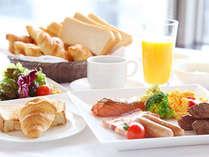 最上階レストランで優雅な朝食を