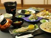 そばを様々なメニューに使用したそば料理のお夕食です。