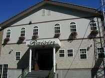 ベルツ通り、ペンション村のおしゃれな洋風館