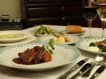 オーナーこだわりのワインと洋風フルコースディナー。自家栽培の無農薬野菜を使用しています。