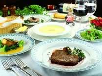 【夕食】自家製の野菜や旬の食材を使ったコースメニューをご用意させていただきます。