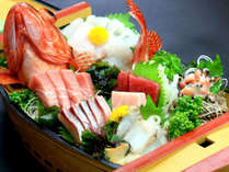 *新鮮な旬の魚を取り入れたかけ家自慢の舟盛料理を提供しております。