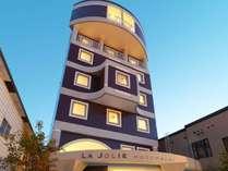 【ラ・ジョリー元町byWBF】函館観光地・元町にたたずむ全29室の隠れ家的ホテル。