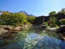 大露天風呂 青空のもと、開放感たっぷりの露天でゆっくりとお寛ぎください。