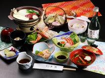 山海の味覚を楽しむ夕食膳はお部屋にご用意致します。