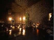 幻想的な洞窟風の浴室 温泉「岩の湯」