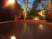 貸切露天風呂【薩摩の湯】。夜の露天風呂もオススメです。ご宿泊の方は45分間1500円でご利用OK♪