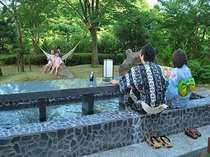 テーブル付足湯は霧島唯一♪読書やおしゃべりなどをのんびりとお楽しみください♪(色浴衣レンタルは有料)