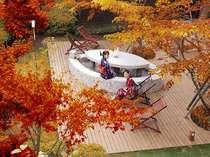 秋には紅葉を見ながら足湯を♪テーブル付なので読書をしながら、薩摩焼酎を飲みながらお寛ぎください。
