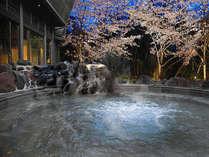 桜吹雪舞い散る霧乃溶岩露天風呂の外湯『ジャグジー付き座り湯』