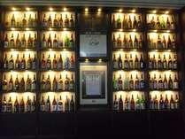 リニューアルされたレストラン『巴里』。入口では約120種類もの焼酎がお出迎え。