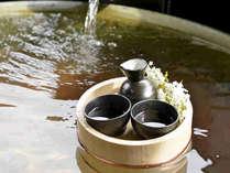 露天風呂につかりながら、ちょっと一杯☆日本人で良かったなぁ♪心からそう思える至福の時間です。