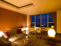 【モダン特別室】のリビング。天気が良ければ桜島が正面に♪和室、リビング、洋室と広々です。