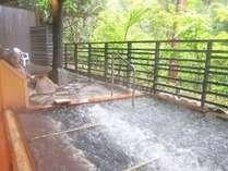 露天風呂「かえでの湯」にはジャグジー付きの寝湯が♪自然を感じながら目を閉じて、至福のひと時を・・・