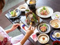 旬彩会席:豚骨黒糖煮やふかの南蛮漬けなど郷土色を大切に、天ぷらなど定番料理もお楽しめます。