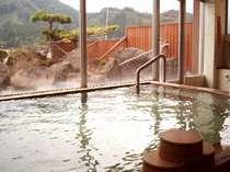 【男性用大浴場(24時間入浴OK)】柔らかな湯ざわりで好評頂いております温泉