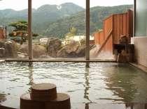 男性用の大浴場です。雄々しい山々を望みながら当館の湯をじ~っくりとお楽しみ下さい