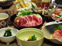 【夕食】温泉宿らしい「和」を取り入れた夕食(例)。里山の季節の味わいを・・・。