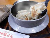 【夕食】夕食のご飯は、希少な鳴子米「ゆきむすび」を使った釜飯をお楽しみください(例)