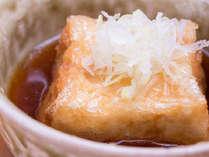 【朝食】朝食にお出ししている揚げたての「揚げ出し豆腐」が人気(例)