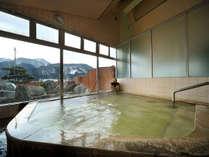 【女性用大浴場(24時間入浴OK)】雄大な山並を眺めつつ楽しめる大浴場。