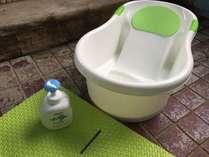 【貸切家族風呂(内湯)】ベビーバス・マット・赤ちゃん用の石鹸があります。ご自由にお使いください