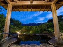 *【貸切露天風呂(夜)】自然の音に耳を傾ける贅沢な時間
