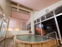 *【大浴場(夜)】静寂の中響くのは湯の音