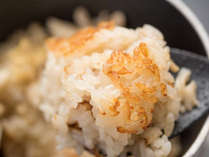 *【夕食一例】その場で炊き上げる釜飯は絶品。