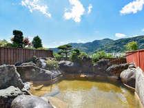 *【巨石露天風呂】開放的な景色とともに。